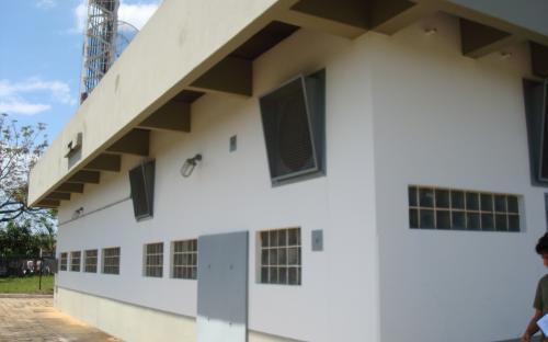 vista externa do edifício da estação de microondas