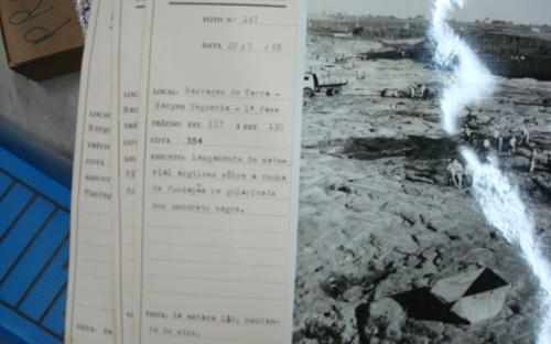 Fotografia do período de construção da usina