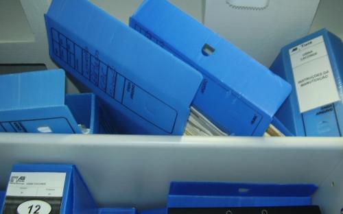 caixas de arquivo sob o armário - arquivo técnico