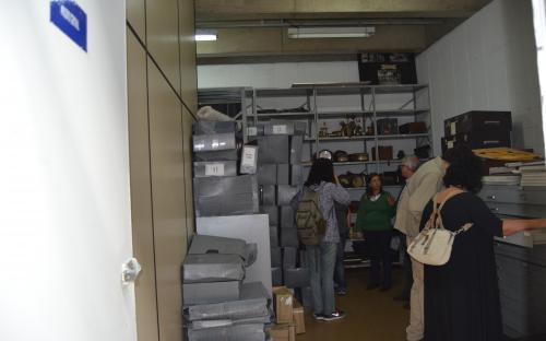 Equipe na sala do arquivo histórico da CPFL