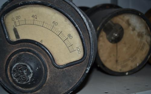 Medidores de painel de controle de usina