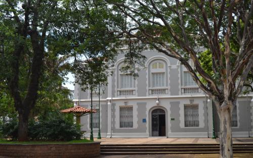 """Fachada do Museu Histórico e Pedagógico """"Voluntários da Pátria"""" (ex-palacete São Bento, 1898)"""