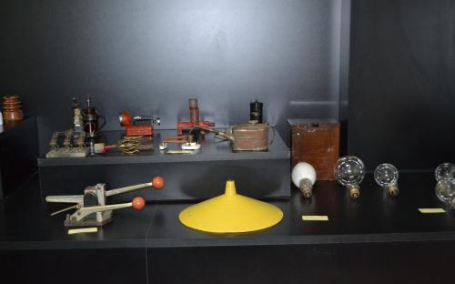 Lâmpadas e dispositivos elétricos