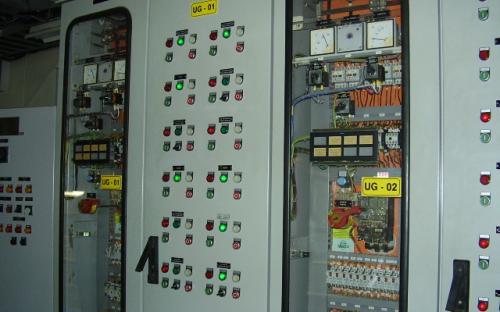 Painel de controle dos geradores da UHE Mogi Guaçu