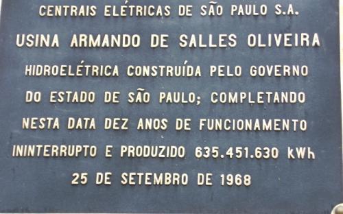 Placa comemorativa dos 10 anos de funcionamento da usina
