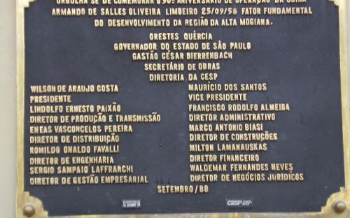 Placa comemorativa dos 30 anos da usina