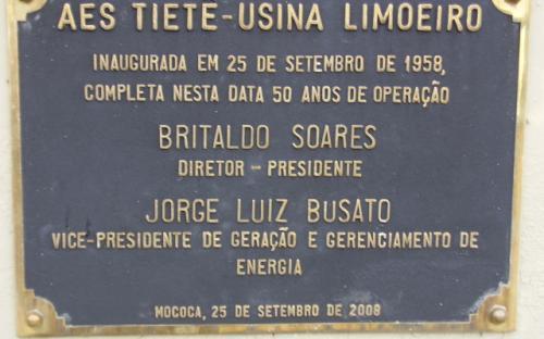 Placa comemorativa dos 50 anos da usina