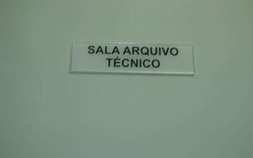 Placa da porta do arquivo técnico - UHE Mogi Guaçu
