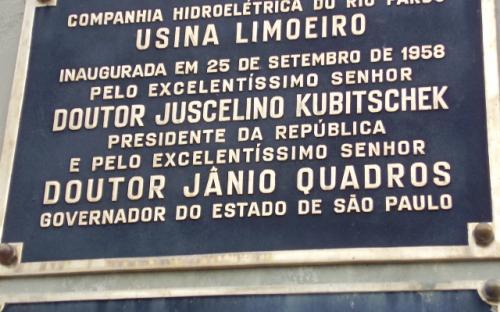 Placa de inauguração da usina