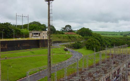 vista da crista da barragem
